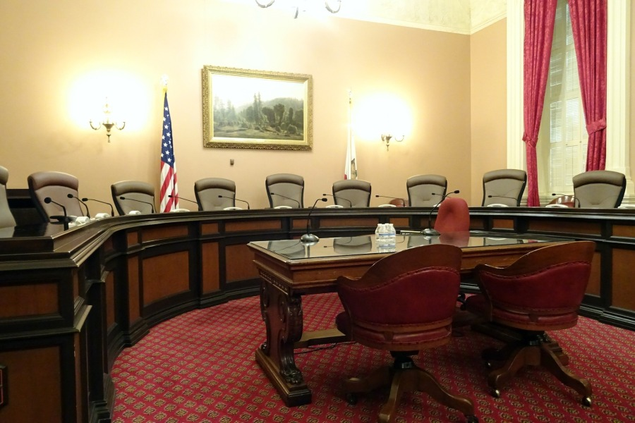 committee-room-1022791_1920